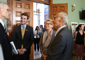 Premier Wynne speaking with Mykola Latyshko, a survivor of the Holodomor, and Orest Steciw