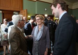Premier Wynne speaking with Stepan Horlach, a survivor of the Holodomor