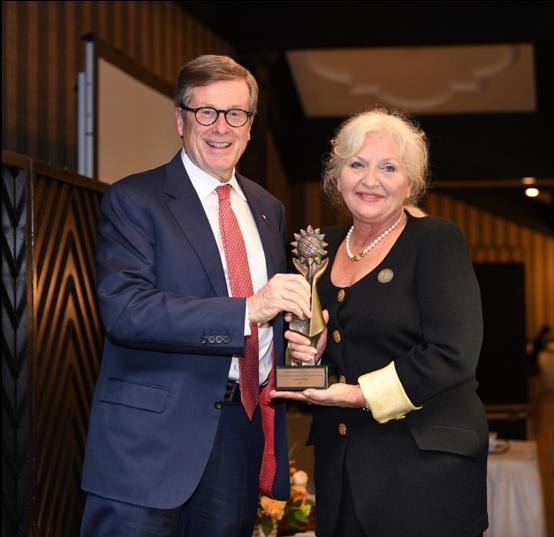 Mayor John Tory and Ochrymowych Award recipient Oksana Rewa. (Photo: Mykola Swarnyk)